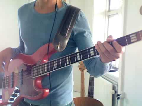 LL bass lesson - funkgroove in G - from playbassnow.com