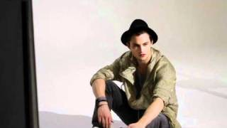 Шайло Фернандез, Shiloh Fernandez -- Backstage at H&M Fashion Against AIDS