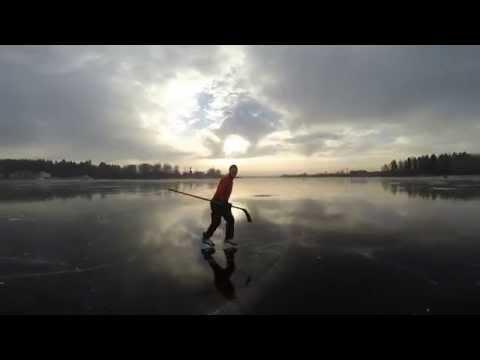 , title : 'В хоккей на льду озера'
