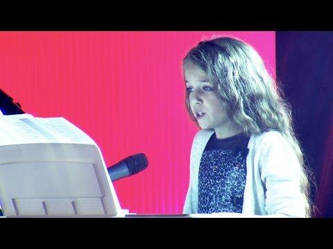 """השירה המרגשת של ארזה בת ה-10 שמבצעת את """"לה בוהם"""""""