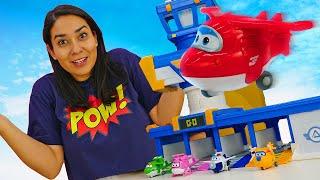 Spielzeugvideo für Kinder. Super Wings bauen einen Bahnhof. Spielzeug Kindergarten mit Valeria