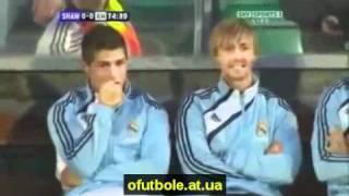 Роналду угорает над Месси :)