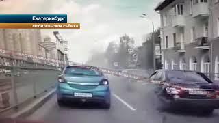 Полицейский на мотоцикле протаранил легковушку. Видеорегистратор!