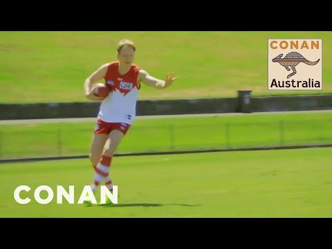 Conan v Austrálii #2: Australský fotbal