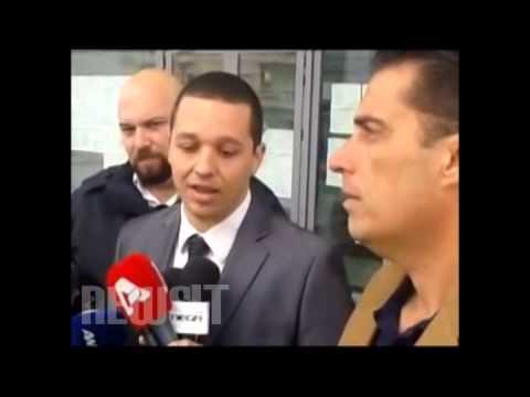 Οι δημοσιογράφοι κατέβασαν τα μικρόφωνα για τον Κασιδιάρη -Τα άφησαν μπροστά στα πόδια του [βίντεο] Πηγή: Οι δημοσιογράφοι κατέβασαν τα μικρόφωνα για τον Κασιδιάρη -Τα άφησαν μπροστά στα πόδια του [βίντεο]