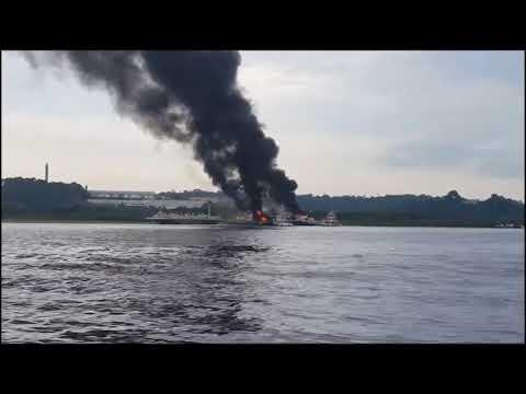 Barco-combustível explode em Anori - Manaus