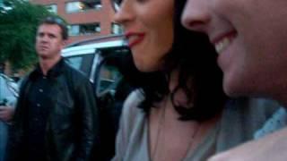 Кэти Перри, 24 июня – Кэти раздает автографы, Лондон