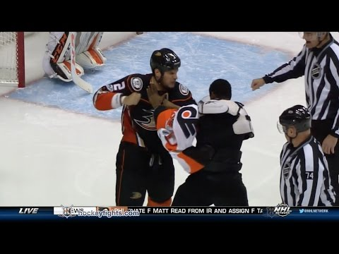 Wayne Simmonds vs Kevin Bieksa