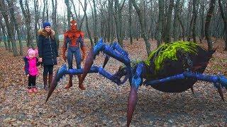 Человек-паук (не мультик) и огромные пауки (12 серия на KidsFM) видео для детей возвращение marvel.