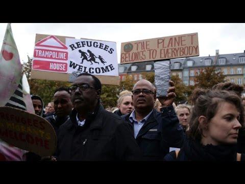 Danemark : 20.000 personnes défilent pour les réfugiés à Copenhague