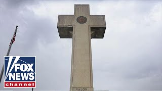 Supreme Court rules 'peace cross' war memorial can stand