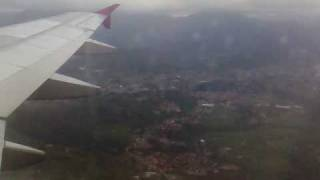 preview picture of video 'Landing in Milano-Bergamo Orio Airport from 3000m'