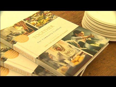 العرب اليوم - شاهد: والدة الدوقة ميغان تنضم إلى ابنتها لإصدار كتاب طهي