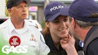 bromas farsa con policías enamorados