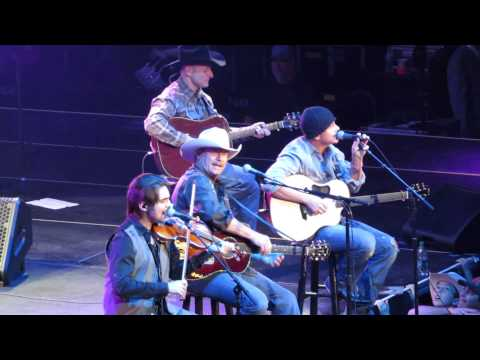 Alan Jackson 2015 - As She's Walking Away (Live) Tampa FL. Mp3