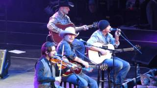 Alan Jackson 2015 - As She's Walking Away (Live) Tampa FL.