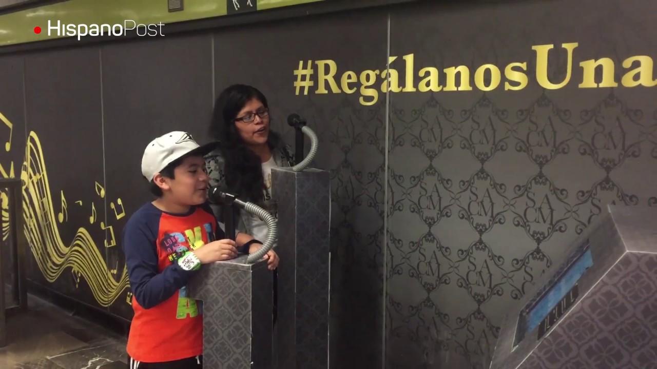 Pasajeros muestran su talento con un karaoke en el metro de la Ciudad de México