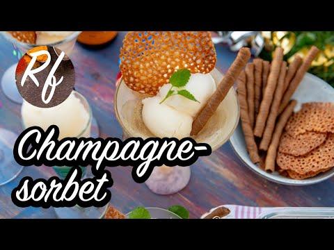 Lyxig champagnesorbet med äkta champagne eller mousserande vin som cava, spumante eller sekt. Festlig att servera till nyår och fest.>