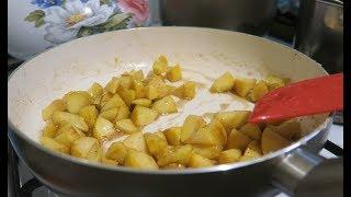 Пошаговый рецепт самой простой сладкой начинки для блинов. Карамелизированные яблоки на сковородке
