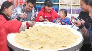 The new way to eat dumplings, pinch and steam, make a garlic juice, 3 large plates are not enough!