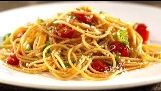Смотреть онлайн Приготовление спагетти с помидорками и сыром