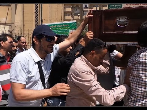 باسم سمرة يشييع جثمان والده من مسجد «الصباح»