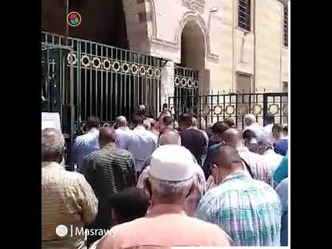صلاة الجنازة على المطرب ماهر العطار من مسجد السيدة نفيسة