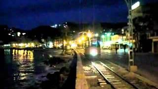 preview picture of video 'Port de Sóller - Straßenbahn am Abend (08.04.2010)'