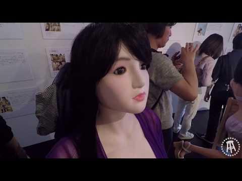 JAPANESE SEX DOLL EXHIBIT | Whoa! That's Weird