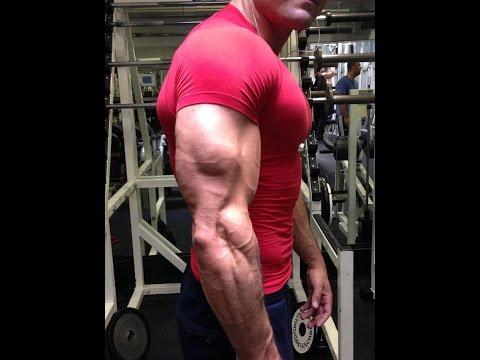Comme enlever la graisse sur les muscles pectoraux à la femme