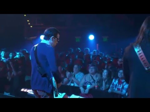 Weezer - Troublemaker (iHeartRadio 2015)