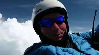 Полет над облаками на параплане / Paragliding up through the cloud