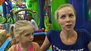 День #2 Веселый парк 🚂с Американскими горками в торговом центре Развлекательное видео