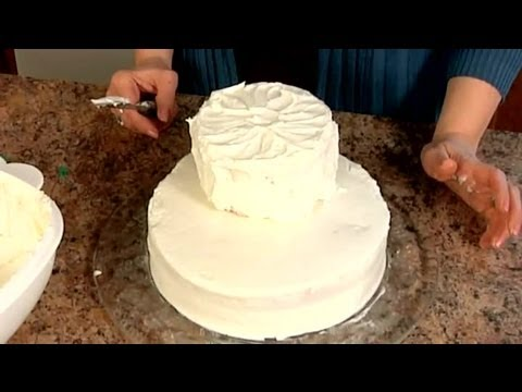 How to Make Homemade Tiered Cakes : Decorating Cakes