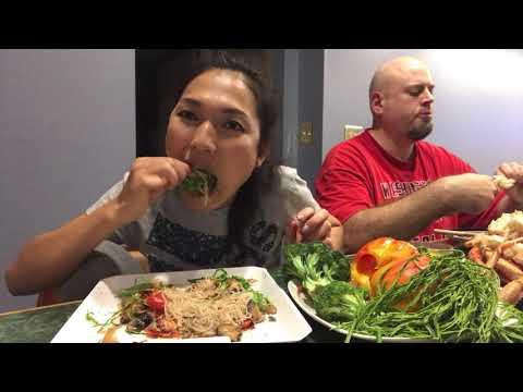 ซาวขนมจีน โรยผักขา แกล้ม ขาปู