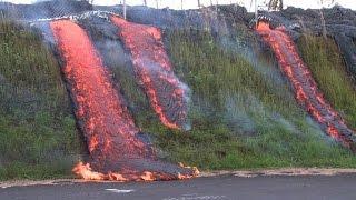 Lava contínua fluindo perto de áreas residenciais no Havaí