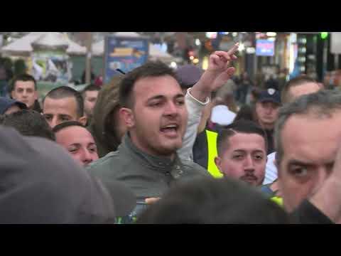 Mladi naprednjaci napravili incident na protestu opozicije u Nišu [video]