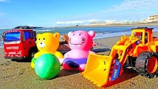 Игры для детей в песке - Бульдозер убирает камни - Песочница
