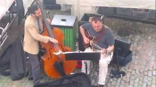 preview picture of video 'Baskers playing jazz in Camden Town market, London'
