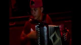 preview picture of video 'El Divino Tocando A Trio En El Muro De La Presa'