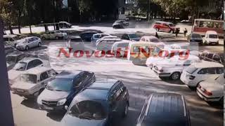 Появилось видео столкновения «Форда» и «Киа» — пешеходов только чудом не сбили