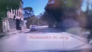 В Николаеве мужчина на электроскутере врезался в «Тойоту» (видео)