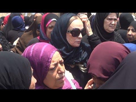 نجلاء فتحي تظهر لأول مرة بجنازة مديحة يسري بعد هجوم فجر السعيد عليها