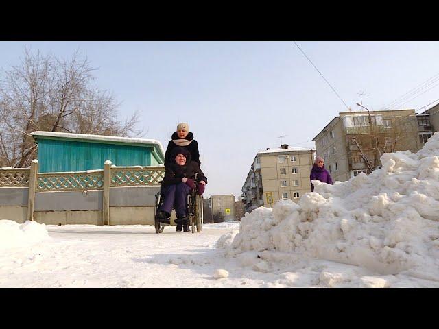 Коммунальщики не могут справиться с обильным снегом