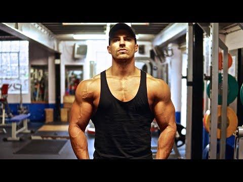 Comme élaborer le système des exercices pour tous les groupes des muscles
