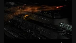 Bataille spatiale entre le Destiny et des vaisseau aliens (VO)