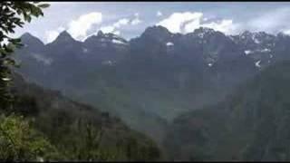 preview picture of video 'Les Gorges du saut du Tigre fleuve Yangzi Lijiang yunan'