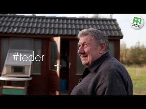 Video Luc (74) speelt met de duiven