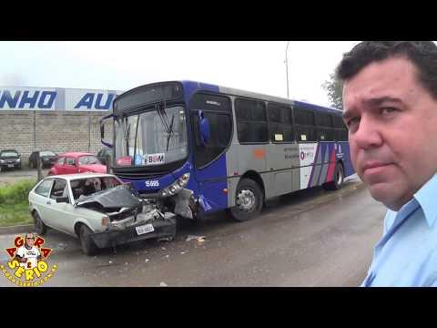 Acidente envolvendo Ônibus da Miracatiba e um Carro Gol na entrada da Cidade de Juquitiba