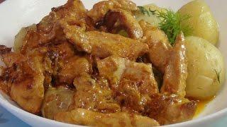 Аппетитная куриная грудка под сметанным соусом